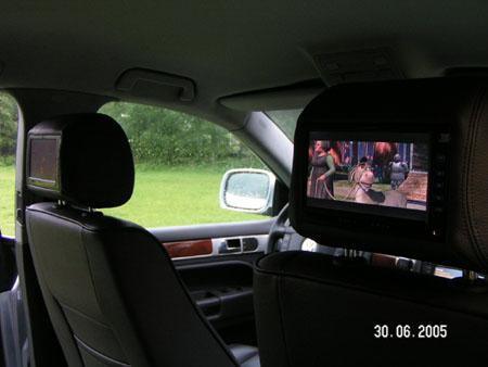 dvd in de auto voor de kinderen